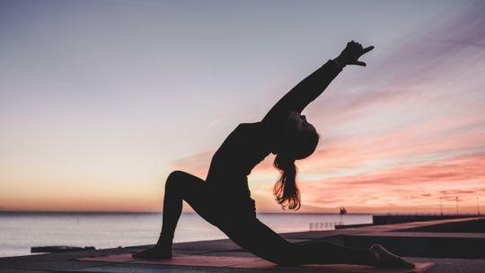 Meditación De 5 Minutos Para Comenzar El Día Frases Yoga Yoga Yin Yoga Beneficios