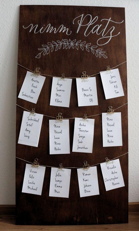 Sitzplan von Schrift in schön zum mieten. Das Schild im Nussbaum-Ton eignet si  Hochzeit ideen