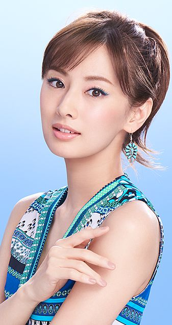 青いお洋服の北川景子