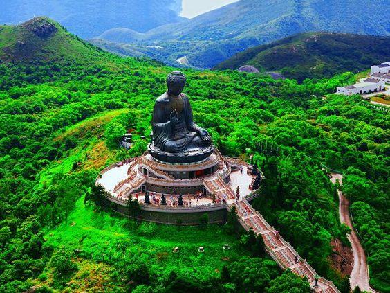La mayor estatua de Buda del mundo, en la Isla Lantau, en Hong Kong #China#CulturaChina#Asia    www.maimaiwenhua.com