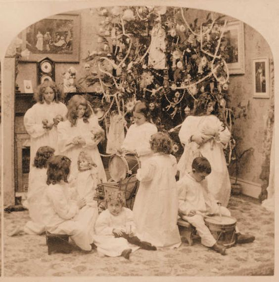 1897 - A Victorian Christmas Photo - 9 Children Are Pictured. The Victorian Era sure loved children!!: