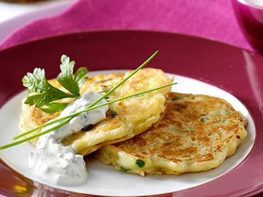 Des blinis de courgette, une manière sympa de déguster vos légumes préférés. La recette demeure assez simple à réaliser.