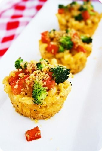 Roasted Vegetable Macaroni & Cheese Cups http://www.thecomfortofcooking.com/2012/02/roasted-vegetable-macaroni-cheese-cups.html