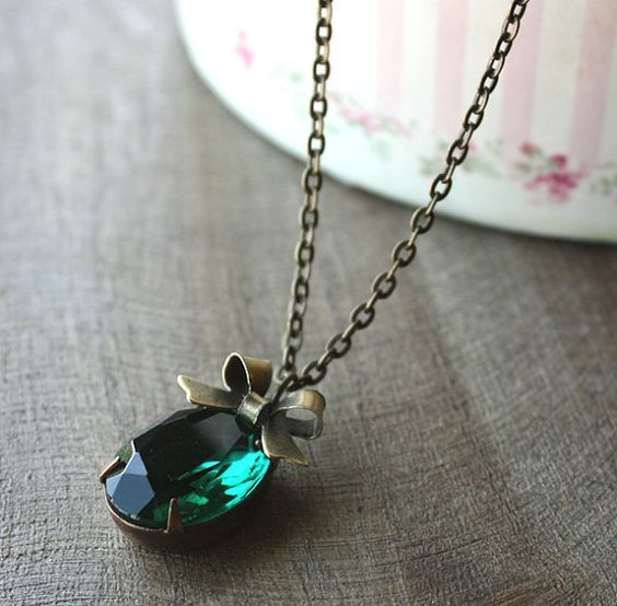 SALE 25 OFF Evergreen   Pendant Oval  Vintage Emerald by floria, $14.90