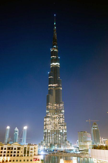 BURJ KHALIFA, Es el edificio más alto del mundo, midiendo unos 828 metros. ¡INCREÍBLE!  Fuente: Mism2