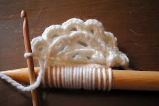Broomstick lace - in the round!