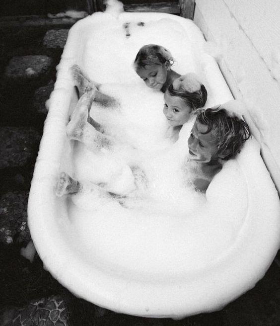 Ternura, naturalidad de los niños y edición en blanco y negro. Pinterest: tiffanystyles15 ☾☼