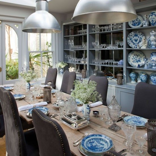 Casual and yet elegant dining room.