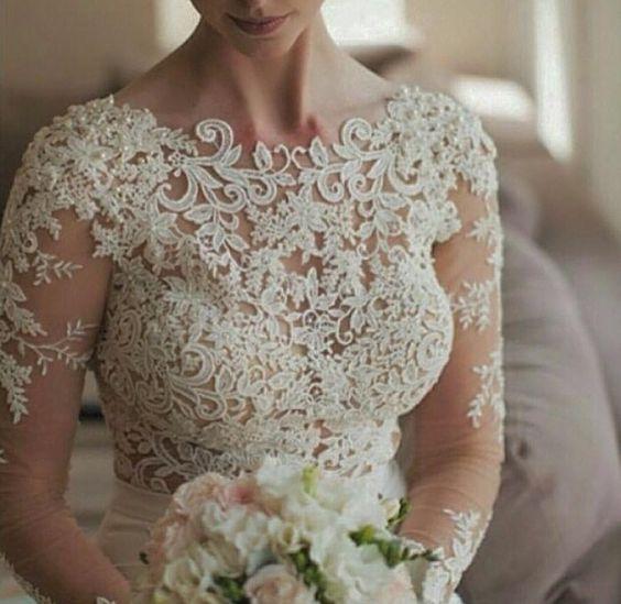 Detalhes de um vestido de noiva via @partystyle_