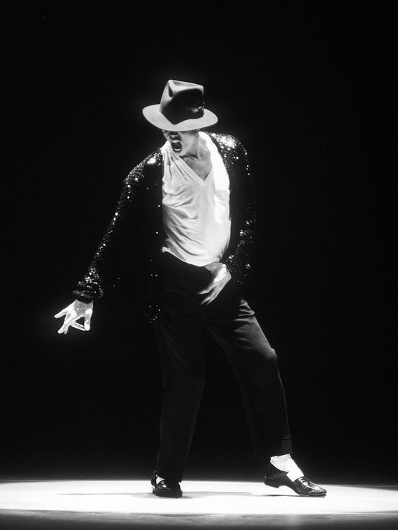 Michael Jackson  Black and white picture Performed Billie Jean !