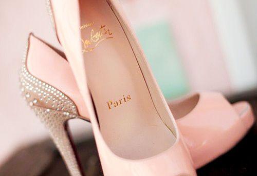 Love the heel accent