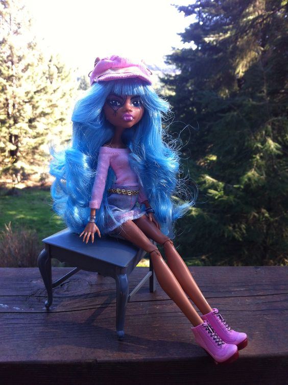 Monster High Restyled Clawdeen.
