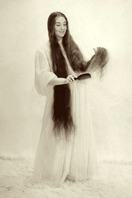 Blanche Thebom combs her beautiful hair out on this striking photograph from the year 1950, when her locks reached a length of more than 5 feet (152 cm). Miss Thebom was 5 feet 7 inches tall (169 cm)