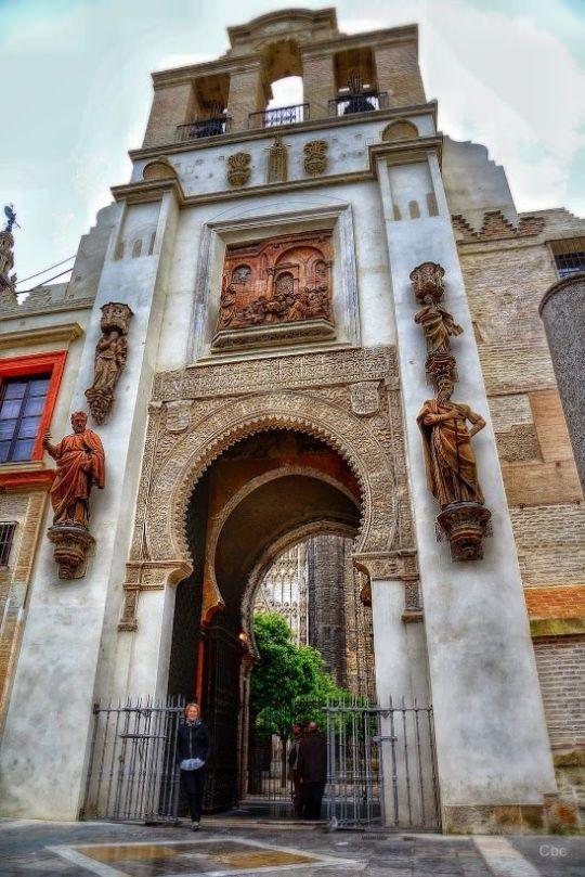 Una Nota De Color Catedral De Sevilla Sevilla España Ciudad De Sevilla