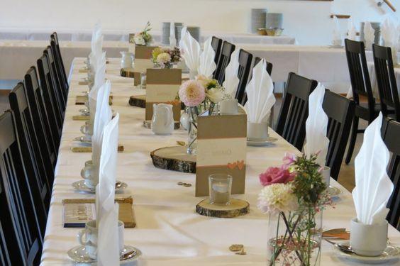 zeit-zum-basteln.de - Unsere Hochzeitstischdeko - Menükarten, Tischnummern, Blumen, Birkenscheiben