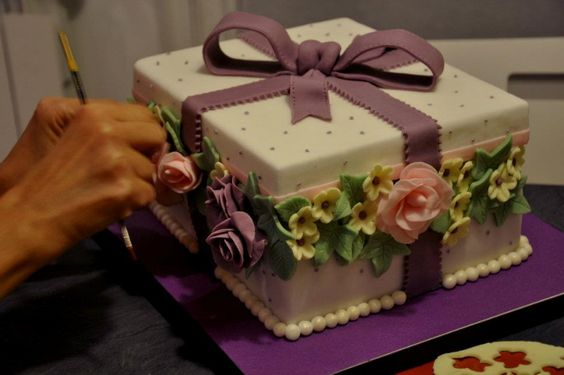 cake design with flowers