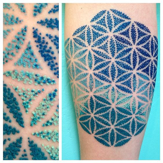 Love the speckle looking dots. By Briana Sargent at Buju Tattoo in San Diego, CA
