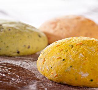 Müller's Mühle: Quarkbrot (low carb)Zutaten  2 EL Müller's Mühle Kichererbsen Mehl 300 g Magerquark 8 Eier 100 g Mandeln oder Haselnüsse (gemahlen) 100 g Leinsamen (geschrotet) 5 EL Speisekleie (Weizen) 1 Pck. Backpulver 1 TL Salz 2 EL Sonnenblumenkerne Butter (für die Form)