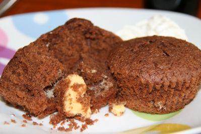 Schokoladentörtchen mit flüssiger weißer Schokolade Rezept - Rezepte kochen - kochbar.de