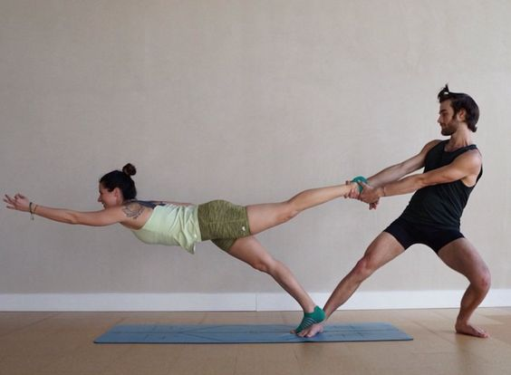 This is the perfect example of a pair who trusts each other. #yoga