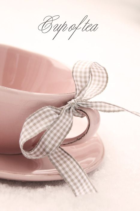 Tie a different color coordinated bow to each cup. It's better than having a name tag!