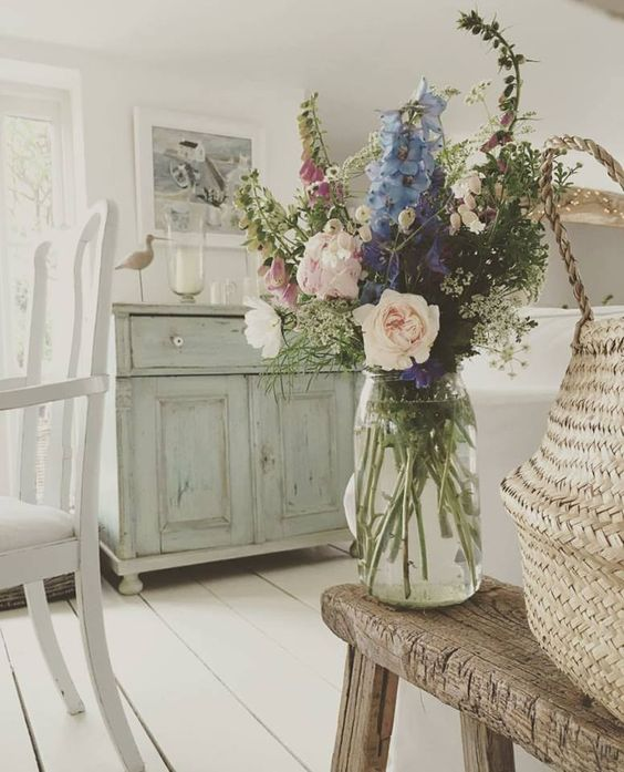 Shabby and Charme – light colours and wood – English cottage ...
