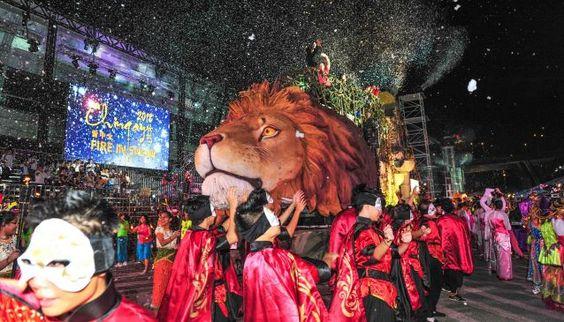 Lễ diễu hành Chingay Parade được tổ chức thường niên tại Singapore