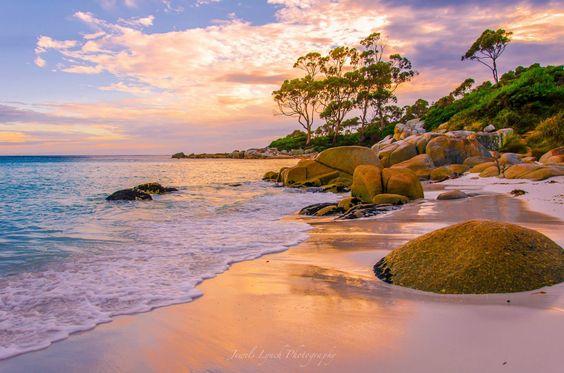 Binalong Bay -Tasmania  Photo by Jewelszee  > Australia.com