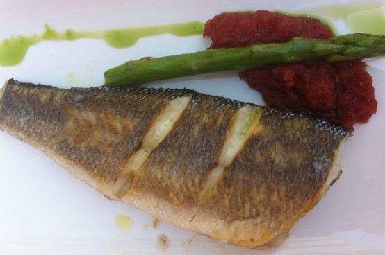 Ven a #BigFishBorn y disfruta de nuestras sugerencias del día - Lubina a la plancha con mermelada de tomate y espárragos. #WeLoveFish