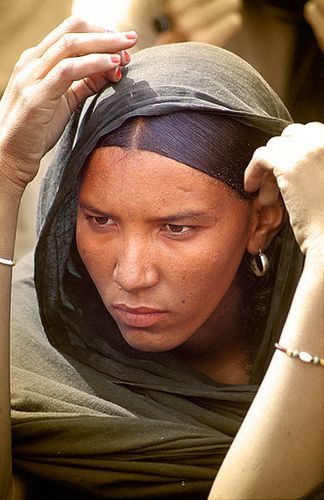 Muchacha tuareg, Festival de Essouk  - Tuareg woman, Essouk Festival (January 2004)    www.vicentemendez.com
