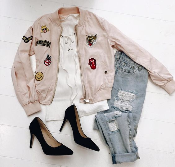 pink patched bomber boyfriend jeans and heels www.yesboutique.be: