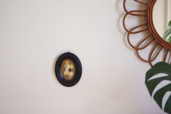 Broderie sur toile canevas. Cadre ancien Napoléon III en bois noirci. Embroidery and old frame. lundi.bigcartel.com