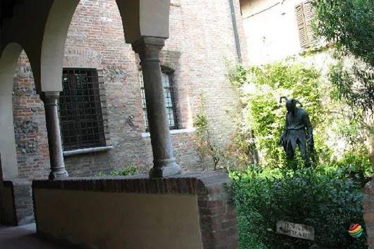 Mantova è una bellissima città d'arte regno dei Gonzaga che l' hanno resa famosa…