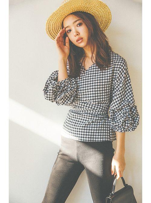 ギンガムチェックのシャツの藤田ニコル