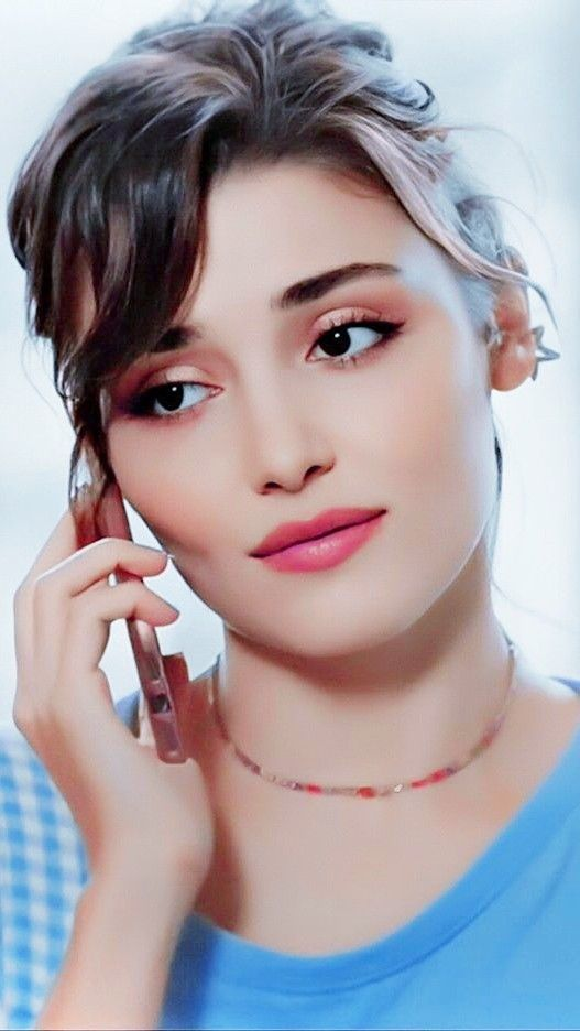 Hande Ercel Cute Girl Poses Turkish Beauty Girl Pictures