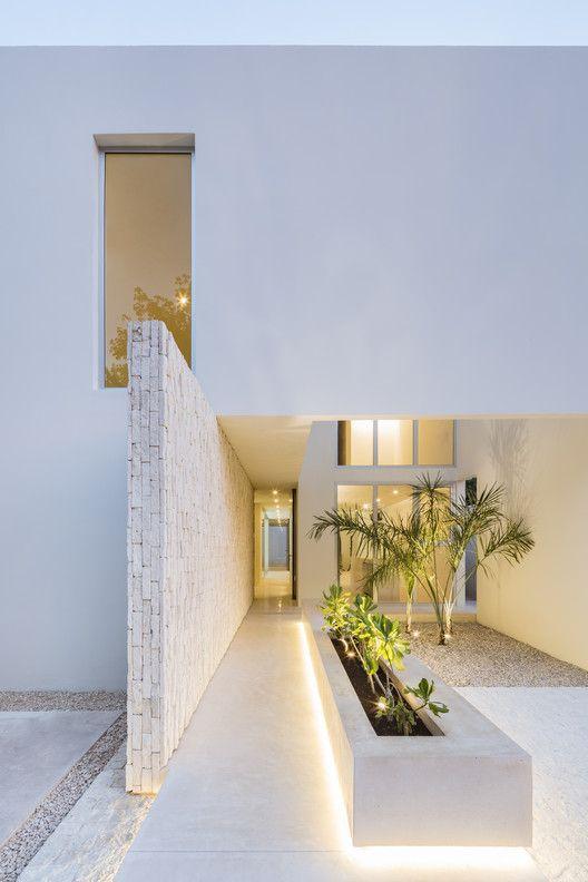 Galeria De Casa Monteblanco 26 Warm Architects 2 In 2020 Architect Eames House Building Images