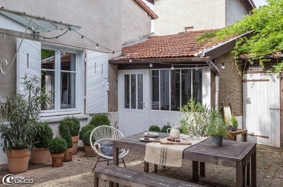 Chez florence bouvier la terrasse devant la maison est for B b maison florence
