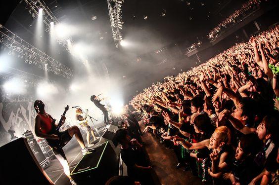 ラスベガス、持ち曲すべて披露のワンマンツアー灼熱の東京公演