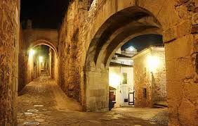 Arco de la Estrella y Adarve del Padre Rosalío, Cáceres (España)
