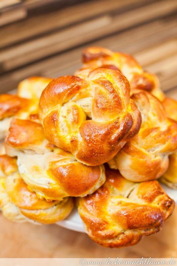 Frischkäseknoten - Hefeteig mit reichlich Milch und Frischkäse - http://www.leckermachtlaune.de/2015/10/16/frischkaese-knoten-zum-world-bread-day-2015/