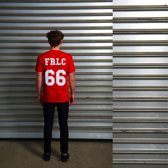 """Das Frischfleisch """"Team"""" Motiv aus der Frischfleisch """"HALB UND HALB"""" Kollektion! Jetzt zuschlagen im Frischfleisch Online Shop.  www.frischfleisch-shop.com/shop  #Frischfleisch #Streetwear #Tshirt #CestLaVieh #Kreationsmästung #MastHave #StirbHandzahm"""