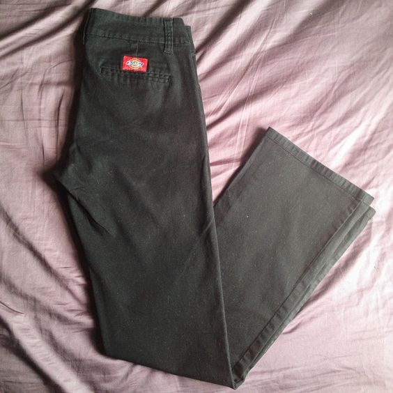 """☀️$18 TODAY☀️Black Work School Pants Slacks 7 Size: 7. Waist: 14"""" flat, 28"""" across. In great condition. Features two slant front pockets as well as two back pockets. Has a double clasp and zip closure. There is loose thread/stitching on the front of the pants which is pictured in the top right photo in the last collage. Dickies Pants"""