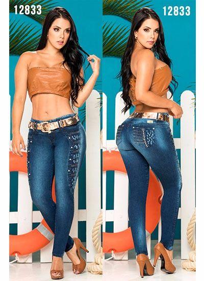 50050045c Pantalones colombianos levanta cola en Asturias