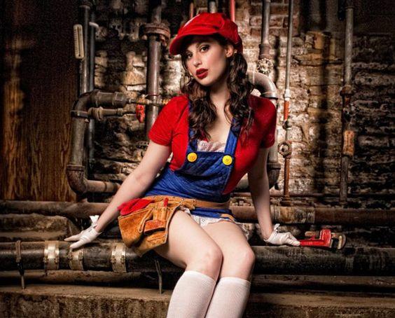 Un muy sexy cosplay de Mario Bros
