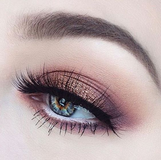 Pretty eye makeup mauve eye shadow with gold touch