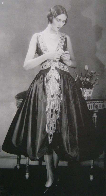 Style a white dress 1920