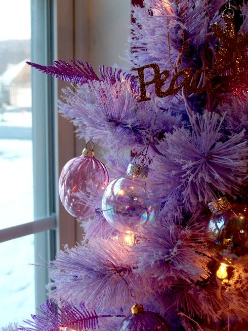 Love this...lilac Christmas tree.