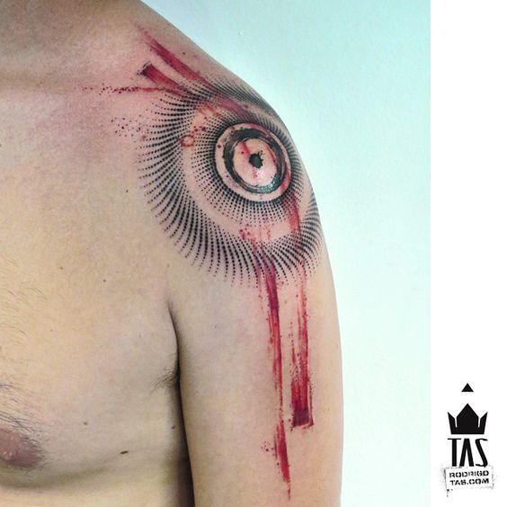 O escudo... #escudo #shield #circulo #circletattoo #abstrato #abstracttattoo #tribal #indigena #dots #dotworktattoo #inked #tinta #shouldertattoo #watercolor #tatuado #rodrigotas #tastattoo #abstraçao