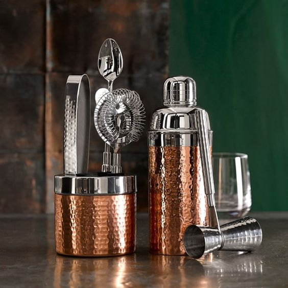 http://www.2uidea.com/category/Jigger/ Copper Hammered Cocktail Shaker                                                                                                                                                      Más
