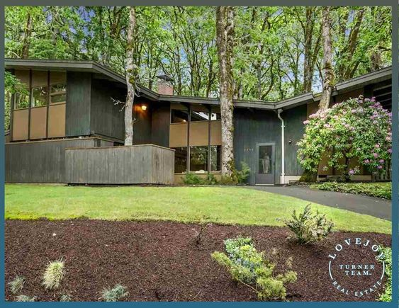 Sold For 506 000 3750 Nw Hayes Ave Corvallis Or 97330 Clean Mid Century Modern Aesthetics Give This Home In 2020 Built In Buffet Clerestory Windows Membrane Roof